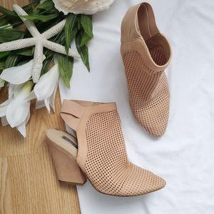 Women Guess Thick Heel on Poshmark
